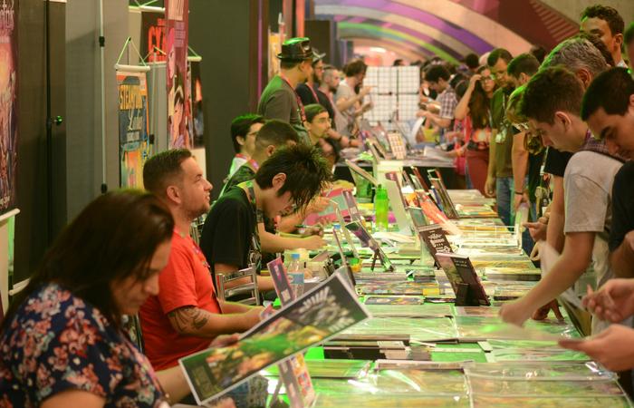 Espaço instalado no meio da convenção costuma atrair grande público e promover interação com os artistas. Foto: Fellipe Torres/DP
