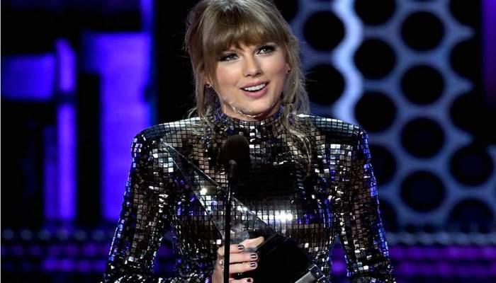 A cantora se tornou a artista feminina com mais AMAs na história, superando os 21 de Whitney Houston. Foto: AFP Photo