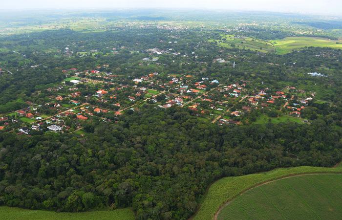 Trecho da APA Aldeia-Beberibe. Por ser uma área de uso sustentável, é possível construir edificações em seu interior. Foto: Débora Crispim/Divulgação