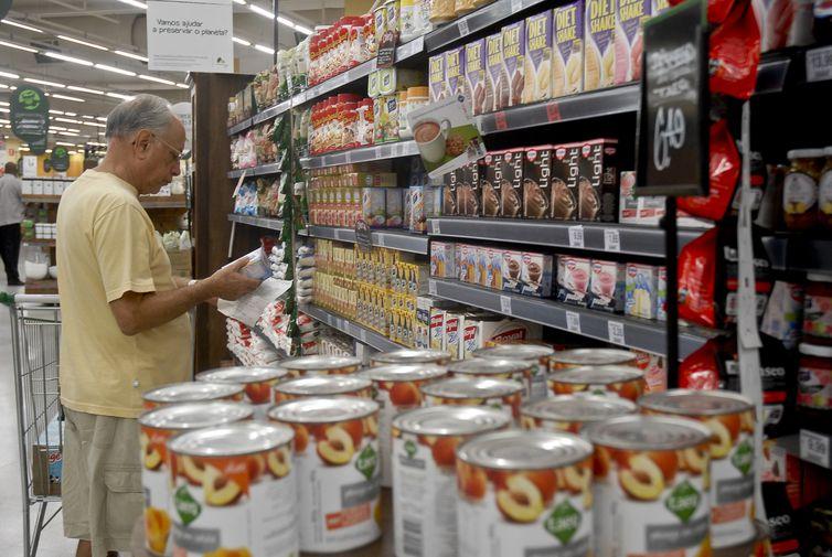 Índice de Preços ao Consumidor da Terceira Idade registrou inflação de 0,69% no terceiro trimestre, inferior aos 2,3% do segundo trimestre. Foto: Arquivo/Agência Brasil