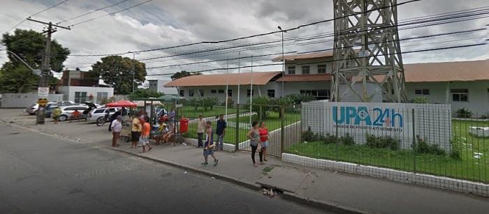 Homem causou medo na frente da UPA de Nova Descoberta após colidir com três veículos e sair do carro armado e ameaçando as pessoas. Imagem: Google Street View (Ago2016)