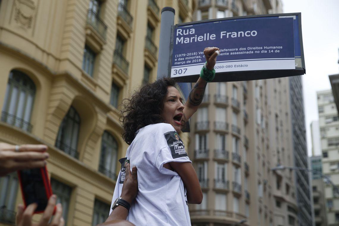 Mobilização para protesto contra destruição de placa em homenagem a Marielle recebeu 1.569 doações e distribuiu mil novas placas. Foto: Fernando Frazão/Agência Brasil