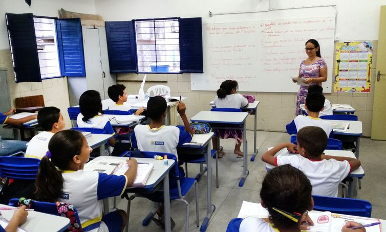 Até 2020, o salário dos professores deve ser equivalente ao de outros profissionais com a mesma formação. Foto: Sumaia Vilela / Agência Brasil