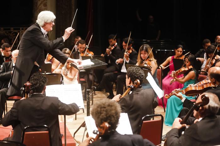 O maestro Marlos Nobre é regente da Orquestra Sinfônica do Recife desde 2014. Foto: ARB/PCR