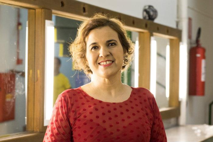 Jornalista e bailarina, Christianne Galdino transformou sua luta contra a doença em arte. Foto: Lucas Lima/Divulgação