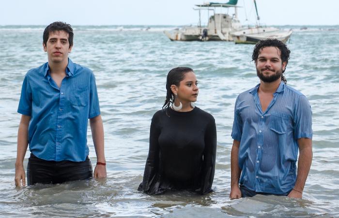 Caio Wallerstein, Katarina Nápoles e Carlos Filizola formam a banda Guma. Foto: Danilo Galindo/Divulgação