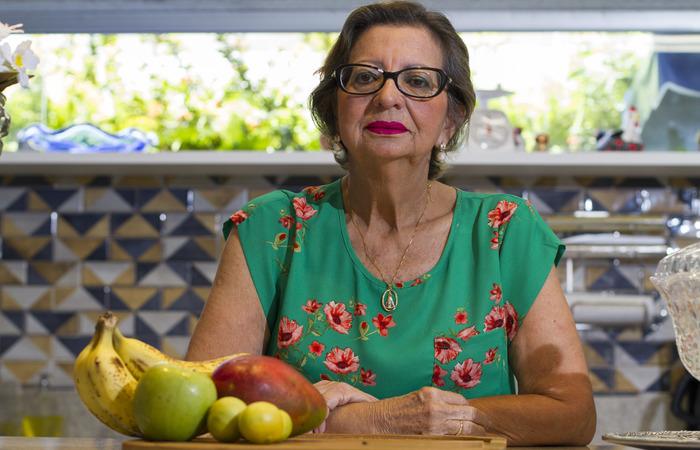 Ana Cristina, 67 anos, se submeteu à radioterapia para curar um tumor na amígdala e perdeu parte do paladar. Foto: Leo Malafaia/Esp. DP.