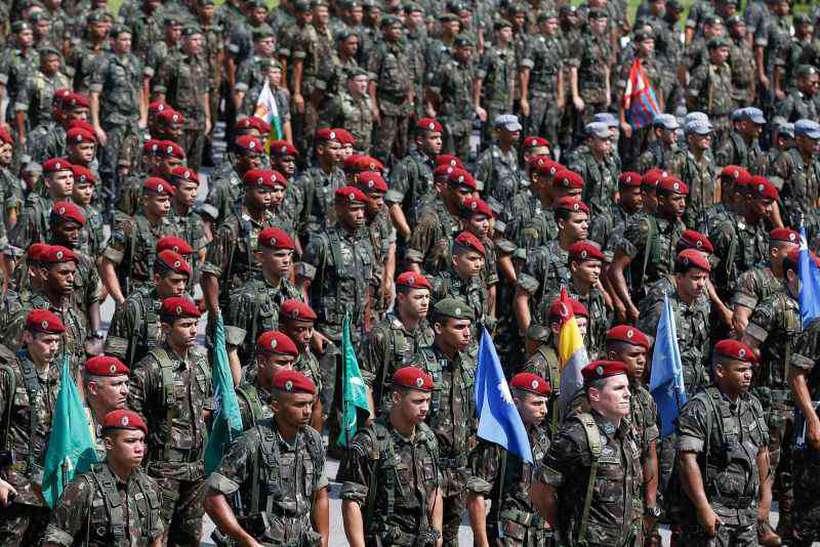 Militares não admitem abrir mão de benefícios. Mesmo que o próximo governo venha a mexer na Previdência, esse grupo ficará de fora. Foto: Tânia Rego/Agencia Brasil