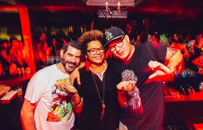 Rebel K, Lala K e Original DJCopy durante festa. Foto: Lana Pinho/Divulgação