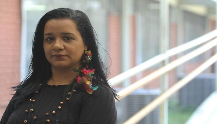 A professora Josivânia Freitas, teve sua filha como alvo de discriminação por parte de um garoto defensor de Bolsonaro. Foto: Nando Chiappetta/DP