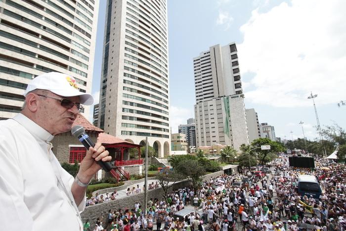 Dom Fernando Saburido pediu que fiéis não usem camisas com propaganda política e que não façam panfletagem. Foto: Alcione Ferreira/DP