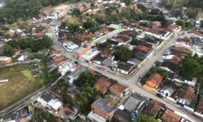 Usando o helicóptero da Secretaria de Defesa Social, a polícia fez levantamento da área onde ocorreram as prisões na manhã desta segunda. Imagem: Polícia Civil/Divulgação