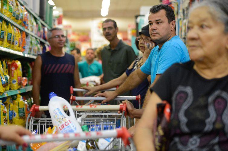 Pesquisa revela que houve alta de 1,2% no consumo das famílias, 1,1% na formação bruta de capital fixo (investimentos) e de 0,6% no consumo do governo. Foto: Arquivo/Tânia Rêgo/Agência Brasil