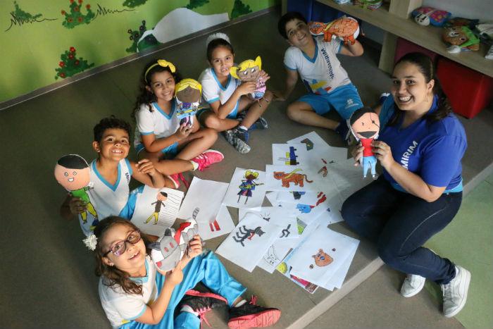 Brinquedos confeccionados a partir de desenhos feitos por estudantes dinamiza aula. Foto: Gabriel Melo/Esp.DP.