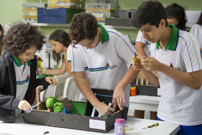 Colocar a mão na massa, com ou sem o uso de tecnologia, ajuda no processo educativo. Foto: Léo Malafaia/Esp. DP.