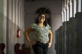 A professora de química Maeli Ramos acredita que laços com os alunos se estreitam. Foto: Léo Malafaia/Esp. DP.