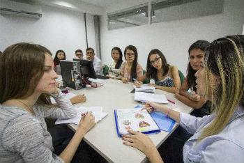 Método de Aprendizagem Baseada em Problemas trabalha com pequenos grupos. Foto: Léo Malafaia/Esp. DP.