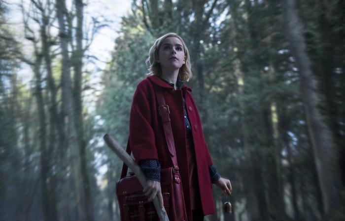 Kiernan Shipka (Mad Man) encarna uma adolescente doce e também poderosa. Foto: Diyah Pera/Netflix