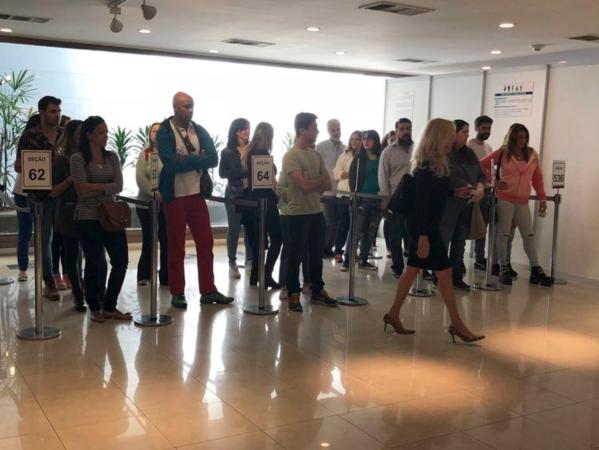Eleitores brasileiros na embaixada em Buenos Aires. Foto: Monica Yanakiew/Arquivo Agência Brasil. (Eleitores brasileiros na embaixada em Buenos Aires. Foto: Monica Yanakiew/Arquivo Agência Brasil.)