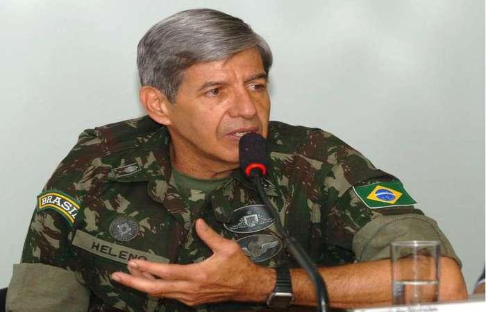O comandante do Exército, general Augusto Heleno, foi confirmado como ministro da Defesa na administração de Jair Bolsonaro (foto: José Varella/CB/D.A Press )