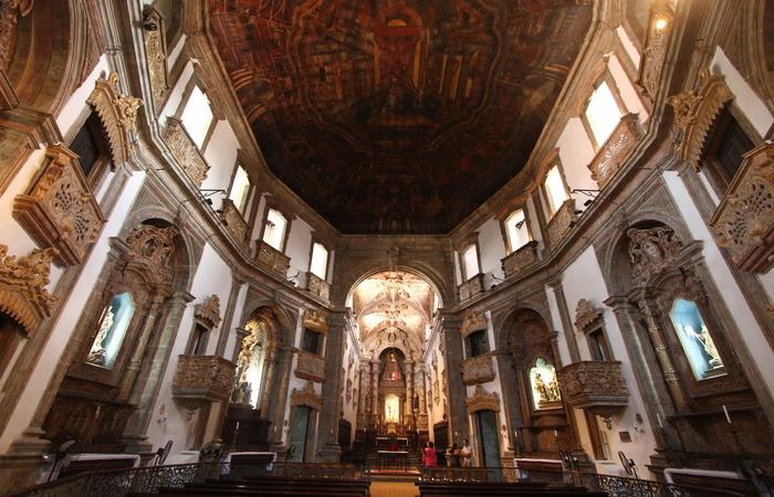Os seis altares laterais e o alta-mor vão receber douramento nos seus ornatos. Foto: Peu Ricardo/DP