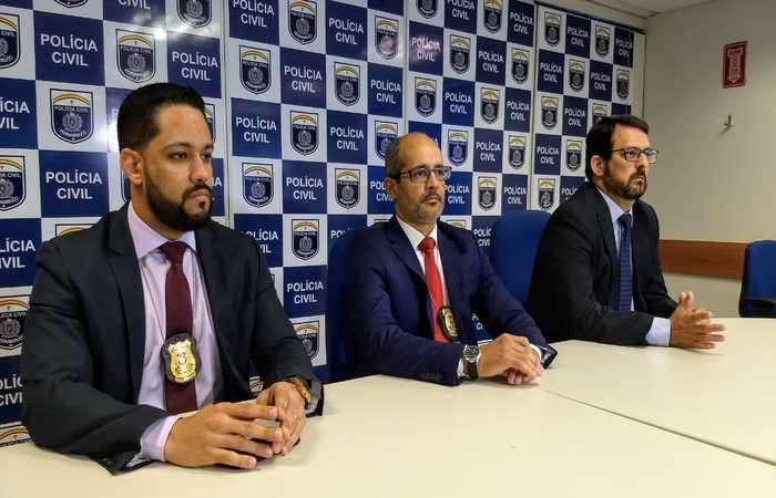 Delegados (da esq p direita) Paulo Furtado, Ivaldo Pereira e Mauro Cabral, responsáveis pela prisão da dupla. Foto: Polícia Civil/Divulgação