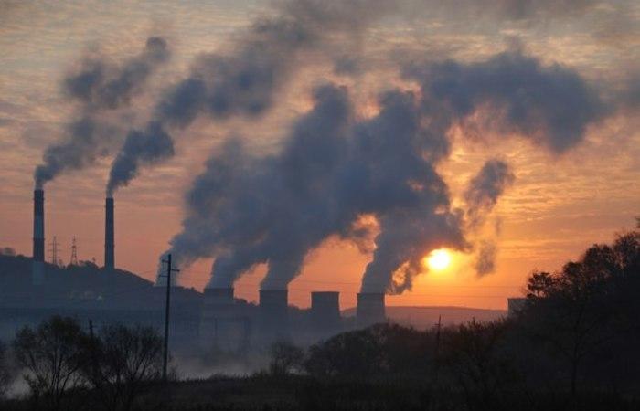 Segundo a OMS, 91% dos habitantes do planeta respiram ar contaminado, o que provoca 7 milhões de mortes a cada ano. Foto: Reprodução/Shutterstock