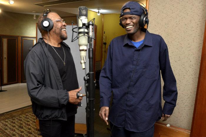 Disco conta com participações do rapper Rappin' Hood e da jornalista Glória Maria. Foto: CG