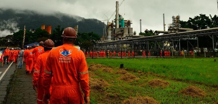 Litro do combustível passa a ser negociado a R$ 1,8623 nas refinarias da Petrobras a partir de amanhã. Foto: Rovena Rosa/Agência Brasil