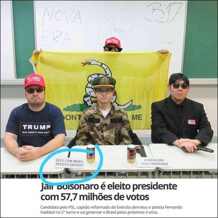 Alunos da FEA-USP publicam foto dentro de sala de aula com frase ofensiva à mulheres e em apoio ao presidente eleito Jair Bolsonaro (foto: Reprodução/Twitter )