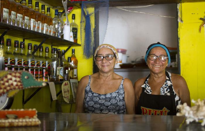 Célia Silva e Celly Silva, comerciantes da localidade. Foto: Leo Malafaia/Esp.DP