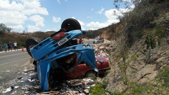 Acidente grave ocorreu na BR 423, em Saloá. Foto: PRF/Divulgação
