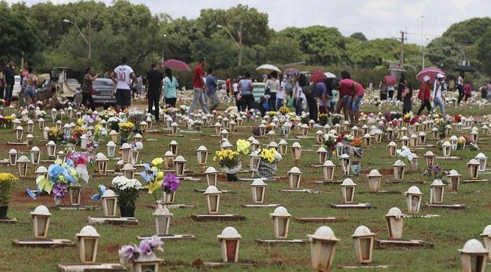 Movimentação no Cemitério Campo da Esperança no Dia de Finados. Foto: Valter Campanato/Agência Brasil