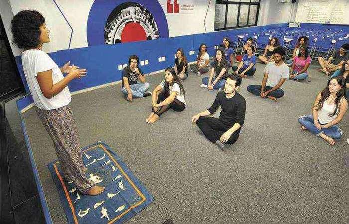 Ioga e conversa com professores entraram na estratégia do pré-vestibular Elite para quebrar a tensão. Foto: Juarez Rodrigues/EM/D.A Press