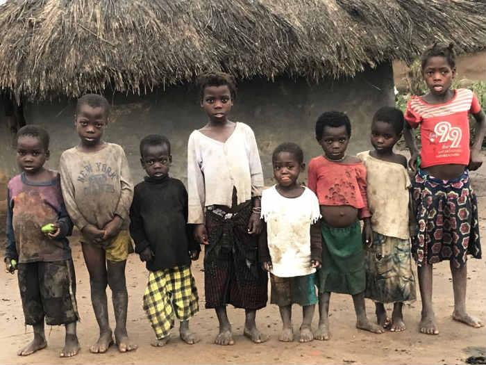 Grupo católico presta assistência e faz ações sociais para crianças carentes em países da África (Foto: Teresa Maia / Obra de Maria)