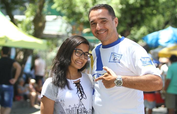 """Pai e filha juntos antes da prova. """"Sem pressão"""". Foto: Nando Chiappetta"""