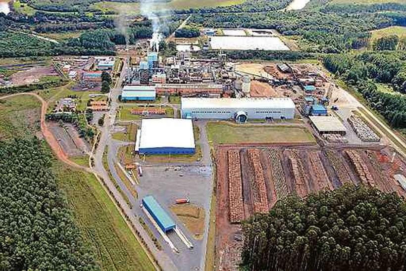Unidade da WestRock em Três Barras (SC): empresa, que investe no segmento de papel kraft de alta performance, emprega 2,2 mil pessoas no país. Foto: Divulgação