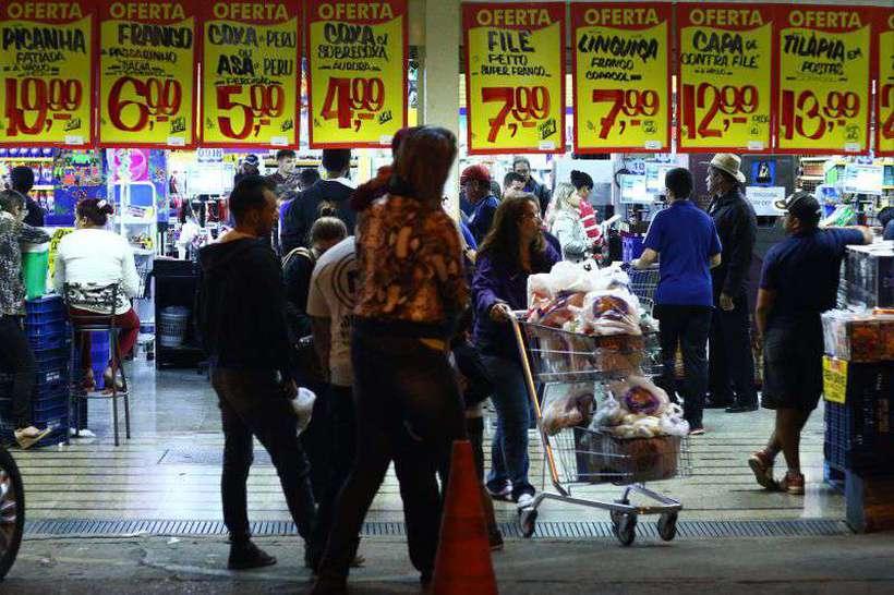 Os preços do grupo alimentação e bebidas aceleraram de 0,10% em setembro para 0,59% em outubro. Foto: Luis Nova/Esp. CB/D.A Press
