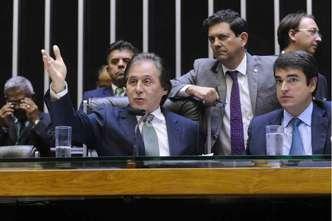 """Eunício Oliveira colocou a """"pauta-bomba"""" para votação na noite de terça-feira: aumento do teto pode afetar também outros funcionários públicos (foto: Jonas Pereira/Agencia Senado )"""