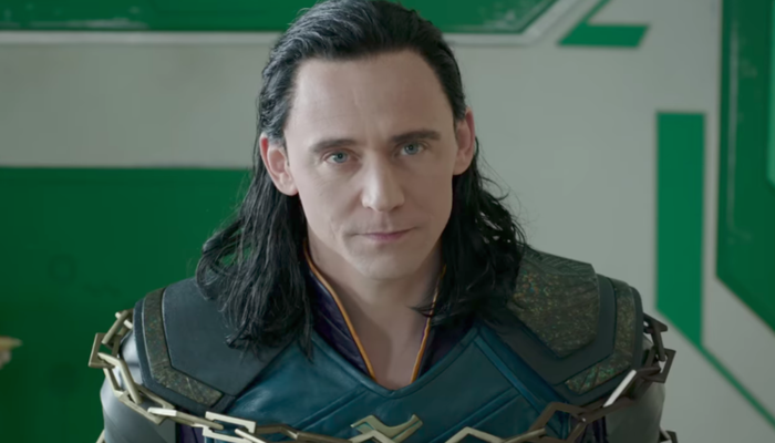 Após cinco filmes interpretando Loki nos cinemas, Tom Hiddleston voltará ao papel na TV. Foto: Reprodução