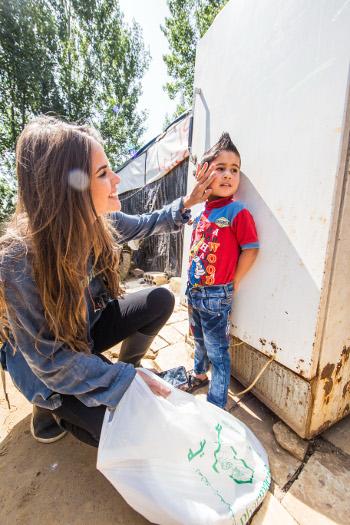 Mariana Serra em visita a campo de refugiados no Líbano. Crédito: Mara Jane/Divulgação (Crédito: Mara Jane/Divulgação)