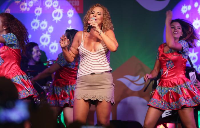 Para o show, a cantora Irah Caldeira escolheu as músicas Então é Natal e Quero Ter Você. Foto: RioMar/Divulgação