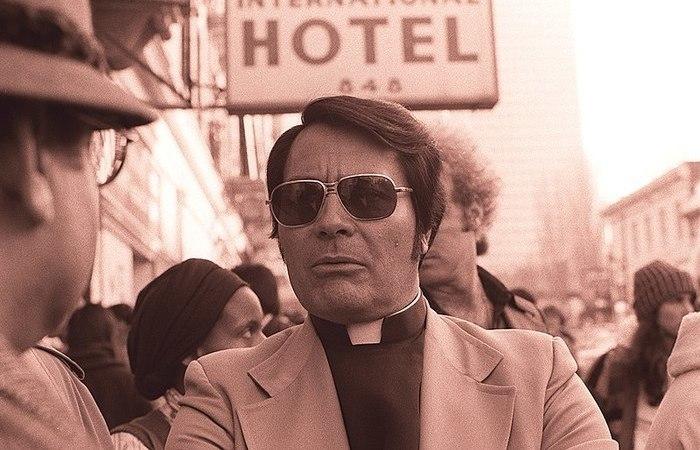 """O """"reverendo"""" Jim Jones se apresentava como a reencarnação de Lenin, Jesus Cristo e Buda. Foto: Nancy Wong/Wikimedia Commons"""