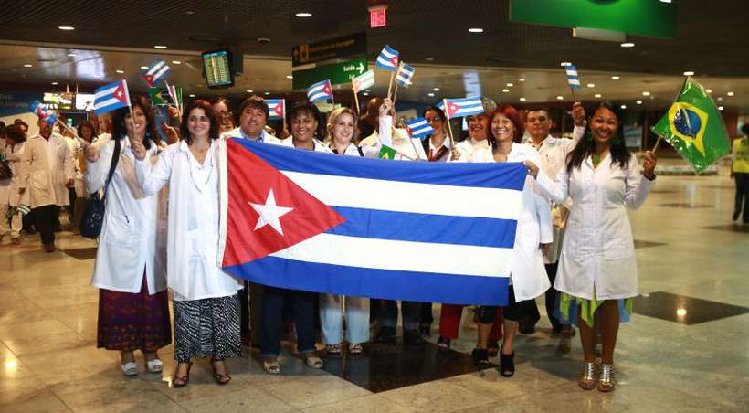 Chegada de médicos cubanos que participam do programa Mais Médicos do governo federal. Foto: Bernardo Dantas/DP/D.A Press