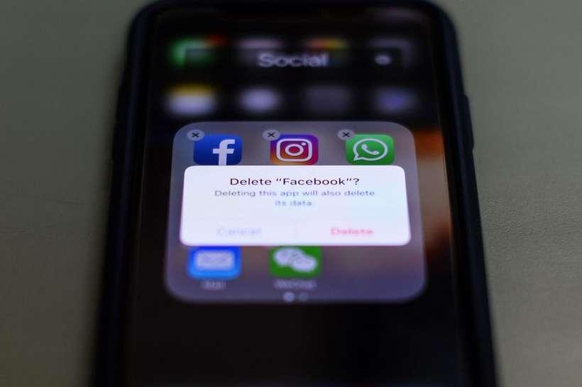 Usuários reclamam que Facebook e Instagram estão fora do ar. Foto: Chandan Khanna/AFP
