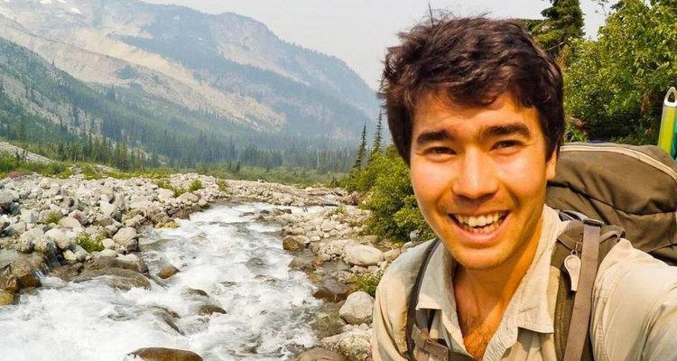 O americano morreu após ser atingido por flechadas de uma tribo autóctone que vive isolada em uma ilha. Foto: Facebook/ Reprodução