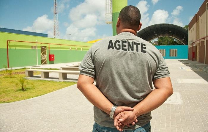Entre as funções de agentes socioeducativas(os) está a da observação para garantia da integridade física de internos. Foto: Celso Araújo-SDSCJ/Divulgação