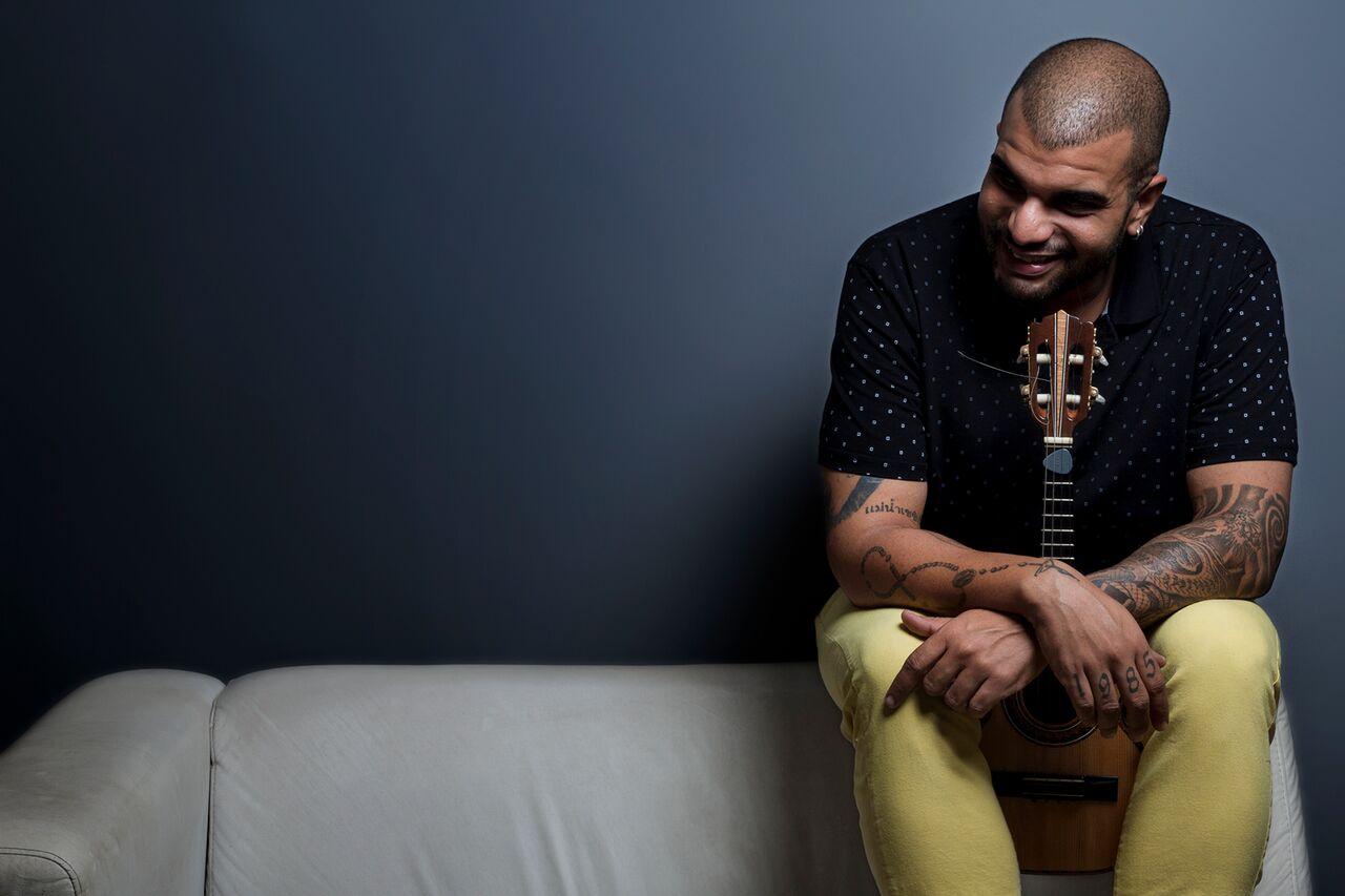 Natural de Niterói, artista promete um show repleto de sucessos do samba nacional, além de faixas autorais. Foto: Divulgação