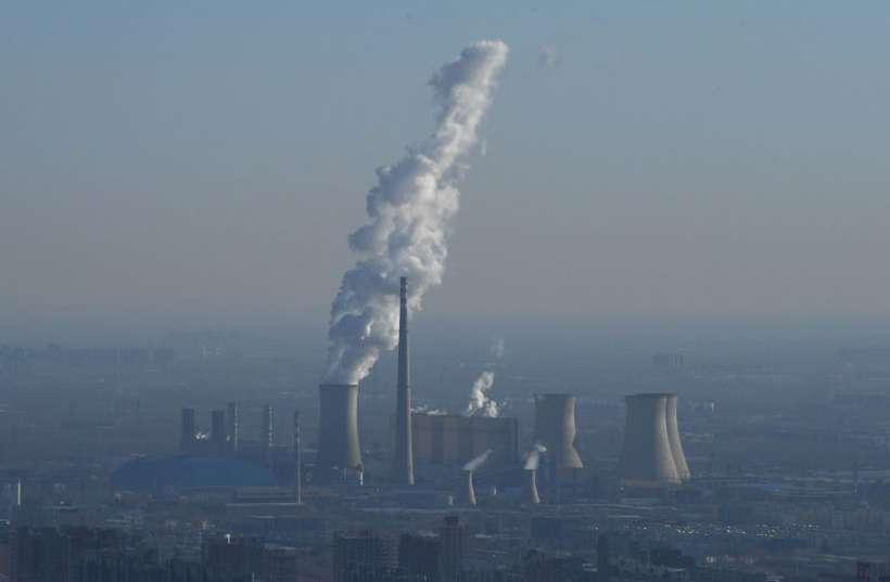 A poluição industrial é uma das principais causadoras das mudanças climáticas. Diversas nações são signatárias do acordo que pretende evitar a elevação da temperatura global. Foto: AFP / GREG BAKER