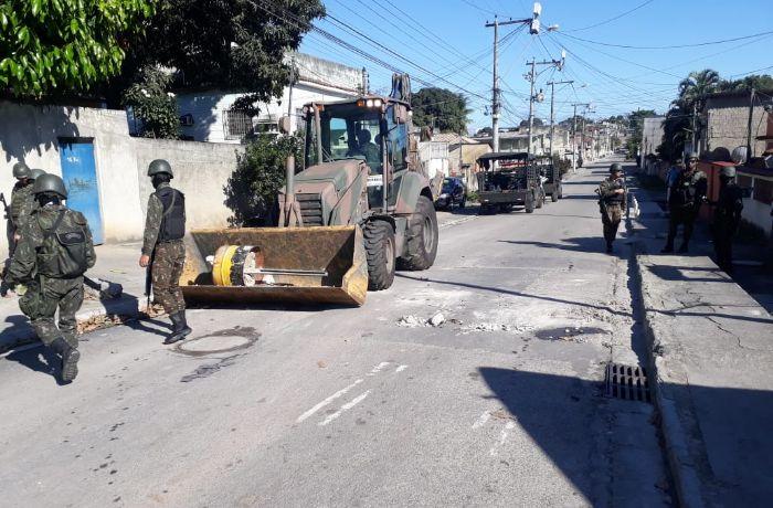 Militares realizam retiradas de barreiras. Foto: Divulgação